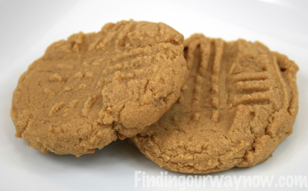 Easy Peanut Butter Cookies, findingourwaynow.com